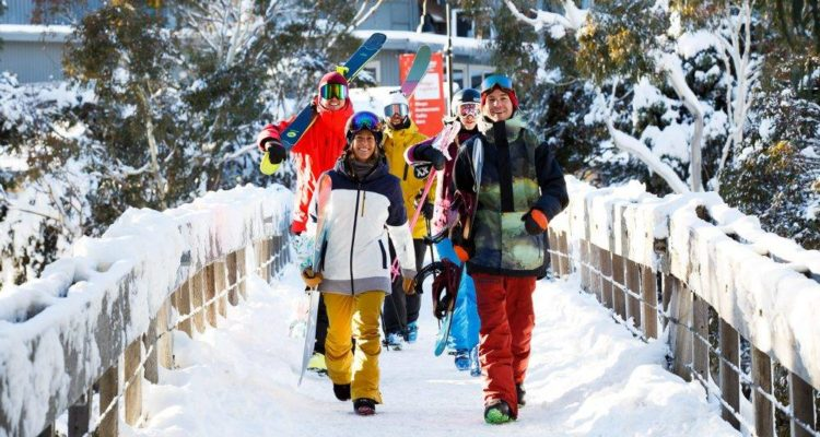 Easy-walk-to-the-slopes-in-Thredbo-1000x667