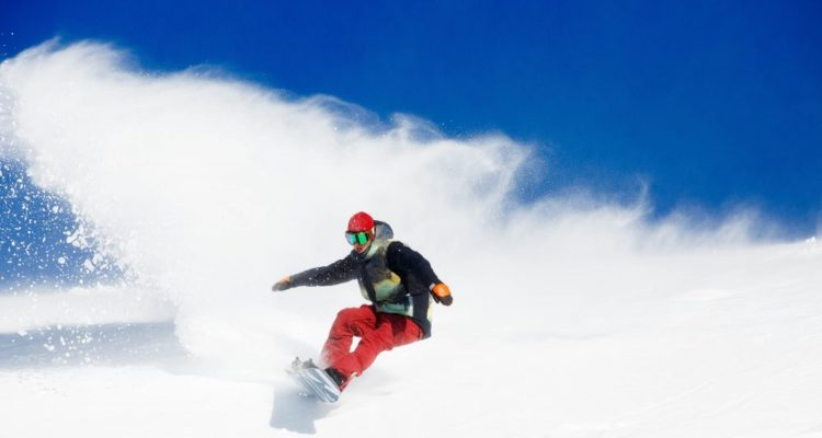 solo-rider-on-a-pow-day-in-Thredbo--1000x667